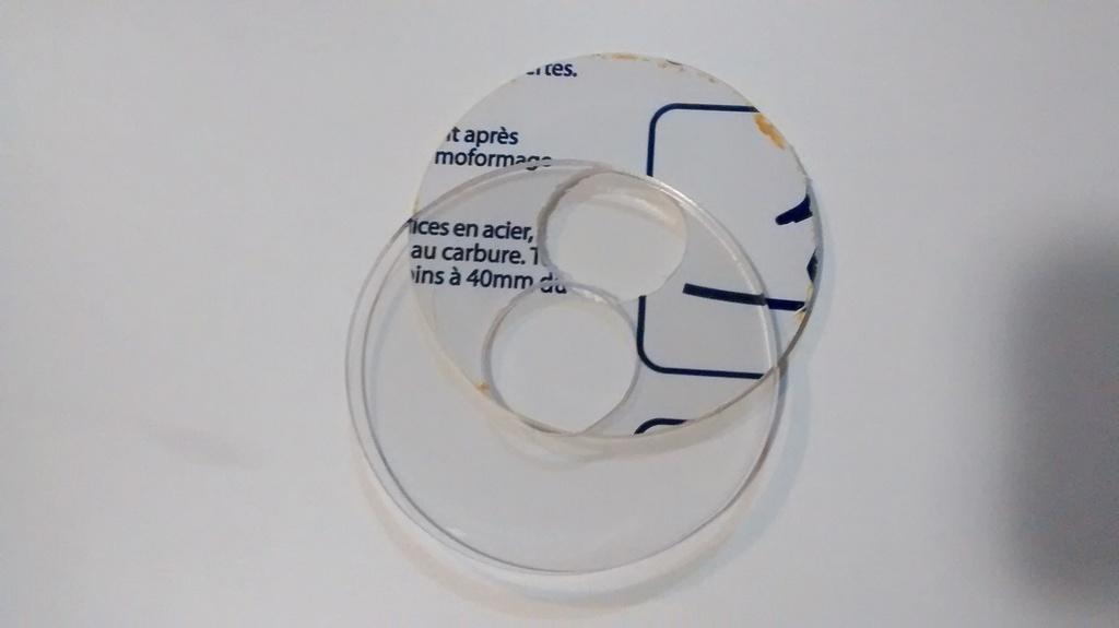 Dos discos de Policarbonato.